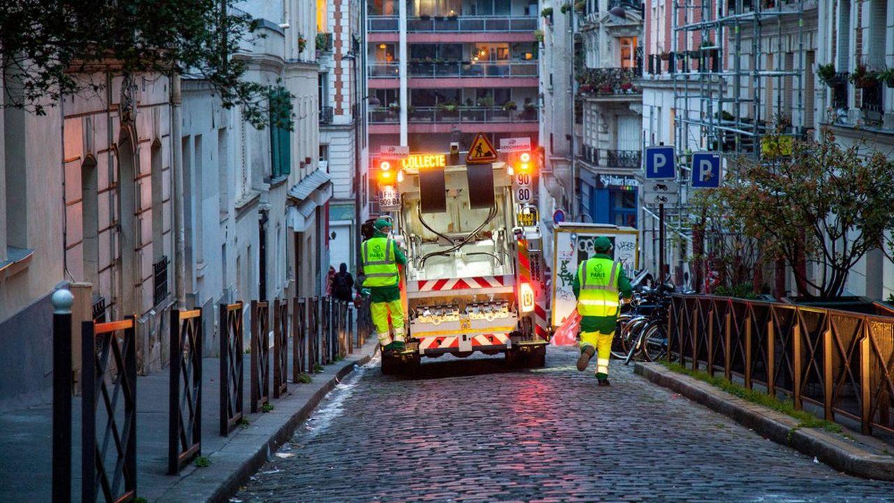 Quelques communes, comme Paris, Evreux ou Mennecy (Essonne), ont déjà annoncé le versement d'une prime exceptionnelle à leurs agents mobilisés sur le terrain.