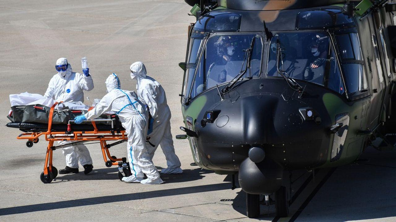 Pour ce transfert, deux hélicoptères militaires médicalisés ont été mobilisés.