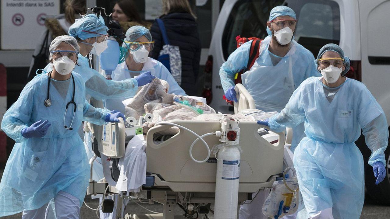Le leader européen de l'emballage ménager, Sphere, se porte au secours des soignants. Le groupe français s'est engagé à produire en grande quantité des surblouses dont les hôpitaux manquent cruellement.