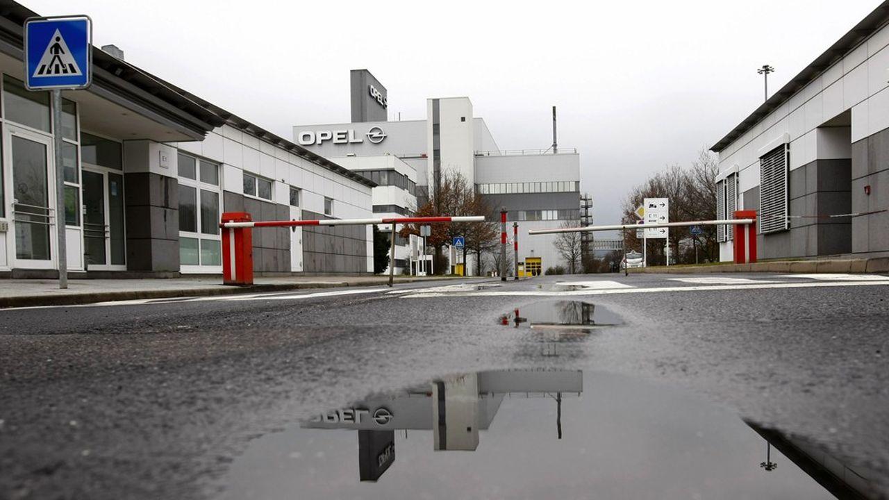 Comme Opel, les constructeurs automobiles allemands ont mis leurs chaînes de production à l'arrêt jusqu'au 17avril au moins REUTERS/Fabrizio Bensch (GERMANY BUSINESS TRANSPORT)
