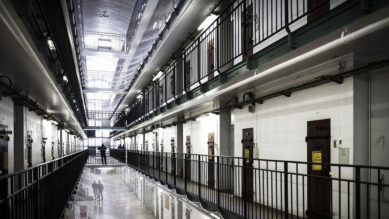 L'état de surpopulation des prisons peut rendre les occupants de ces lieux fermés, détenus et personnel pénitentiaire, particulièrement vulnérablesau coronavirus.