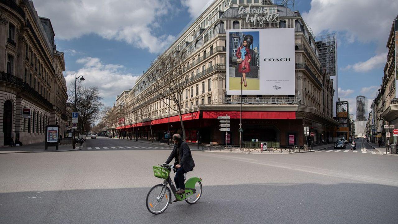 Dans le quartier de l'Opéra, à Paris, où les Galeries Lafayette sont fermées comme tous les commerces non alimentaires de France en raison du Covid-19.