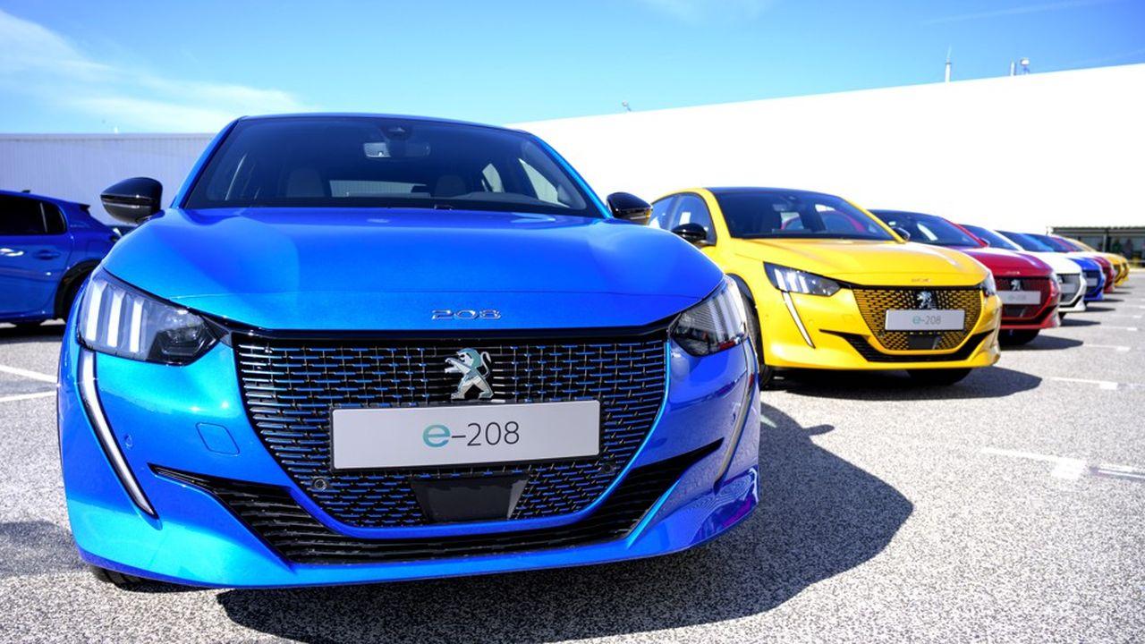La Peugeot e-208. Le modèle 208 a obtenu le titre de voiture de l'année, la marque proposant le choix entre une motorisation électrique et des modèles dits thermiques.