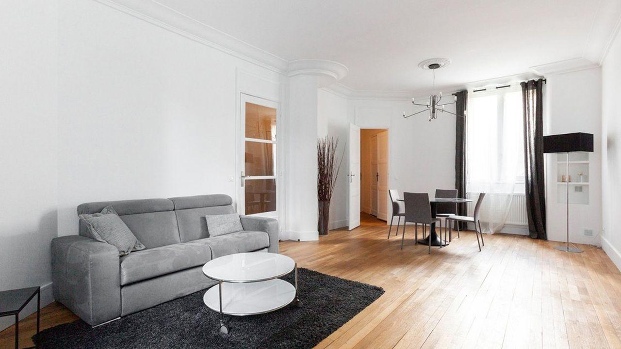 Cet appartement de 69 m2 est situé au rez-de-chaussée d'un immeuble art déco de 1930.