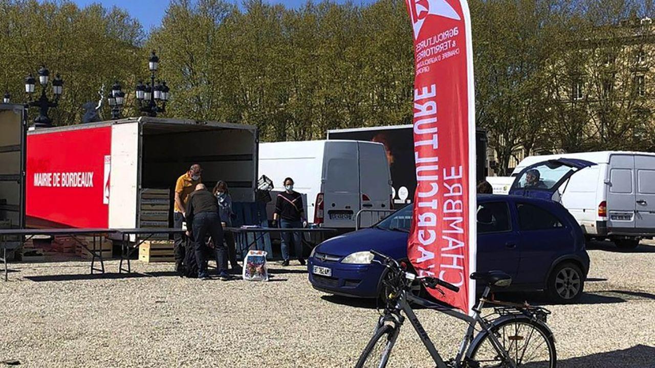 Le Drive Fermier Gironde, créé dès 2012 par des agriculteurs et l'Assemblée permanente des chambres d'agriculture, a installé un point de retrait éphémère en plein centre de Bordeaux.
