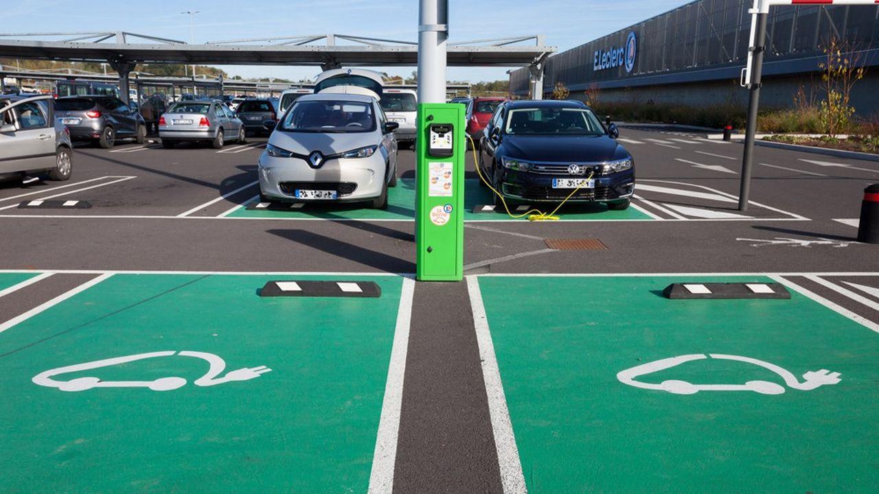 Borne de recharge pour voitures électriques. Le gouvernement s'est fixé comme objectif 100.000 bornes électriques pour 2022.