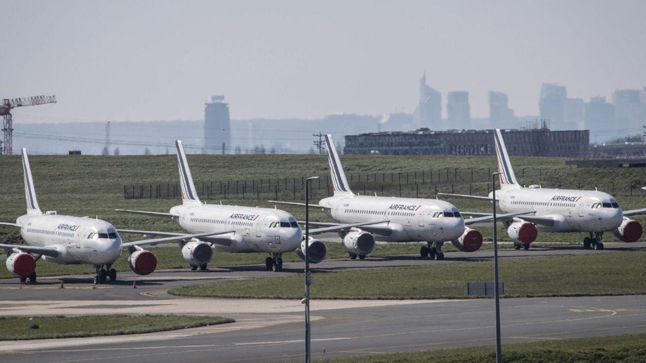 Des avions d'Air France immobilisés à Roissy-CDG. Au total, la compagnie a dû clouer au sol 180 appareils.