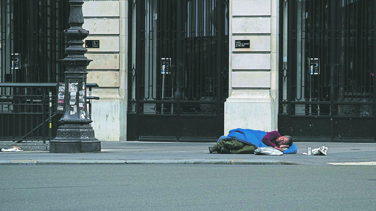 Le sort des sans-abri atteints du COVID-19 est particulièrement préoccupant (Photo by JOEL SAGET / AFP)