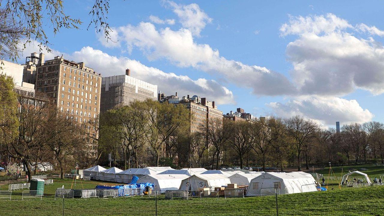 A New York, un hôpital de campagne a été monté dans Central Park.