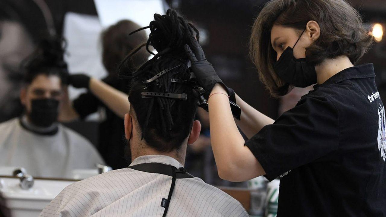 Deuxième secteur de l'artisanat, les coiffeurs accueillent un million de clients par jour pour un chiffre d'affaires de 6milliards d'euros.