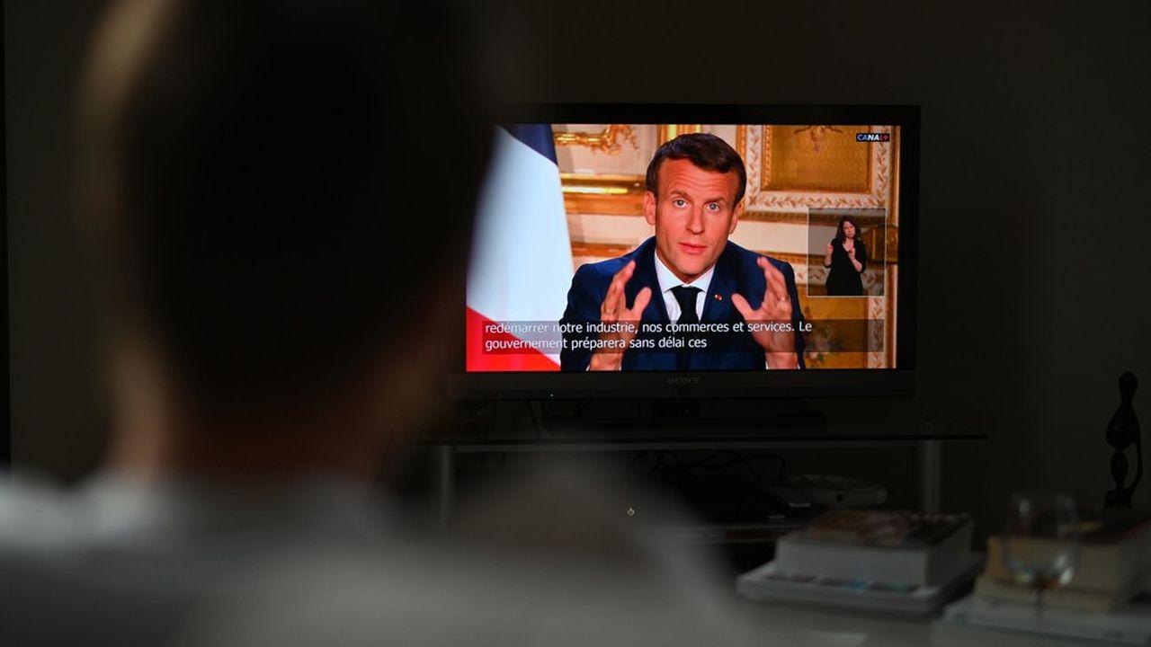 Après l'allocution d'Emmanuel Macron, la confiance dans l'exécutif a rebondi de 3 points pour atteindre 44% dans le baromètre quotidien CoviDirect d'OpinionWay-Square. Mais elle reste minoritaire.
