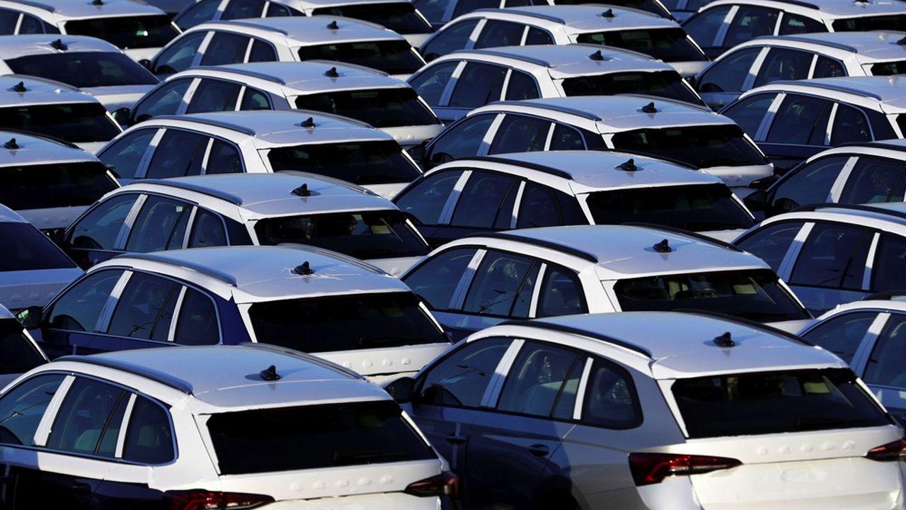 Les professionnels de l'automobile espèrent qu'ils pourront reprendre les livraisons avant le 11mai, en suivant des protocoles très stricts.
