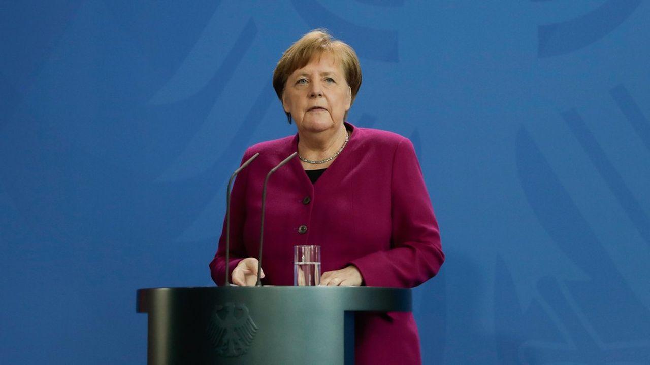 Angela Merkel a promis aux Allemands de communiquer après Pâques sur un plan de sortie des règles de confinement imposées depuis près d'un mois. (Photo by Markus Schreiber/POOL/AFP)