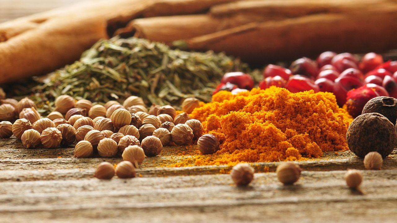 Parmi les produits à succès : poivre, curry, gingembre, curcuma ou tisanes.