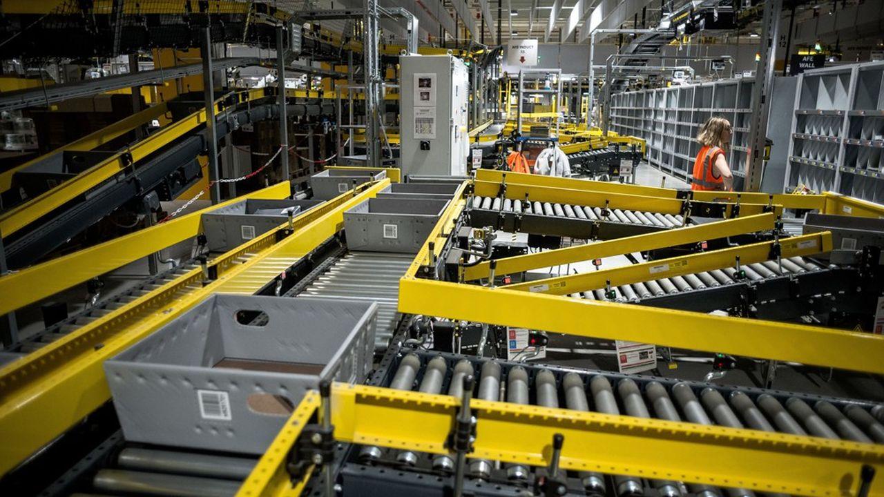Un centre de distribution d'Amazon.