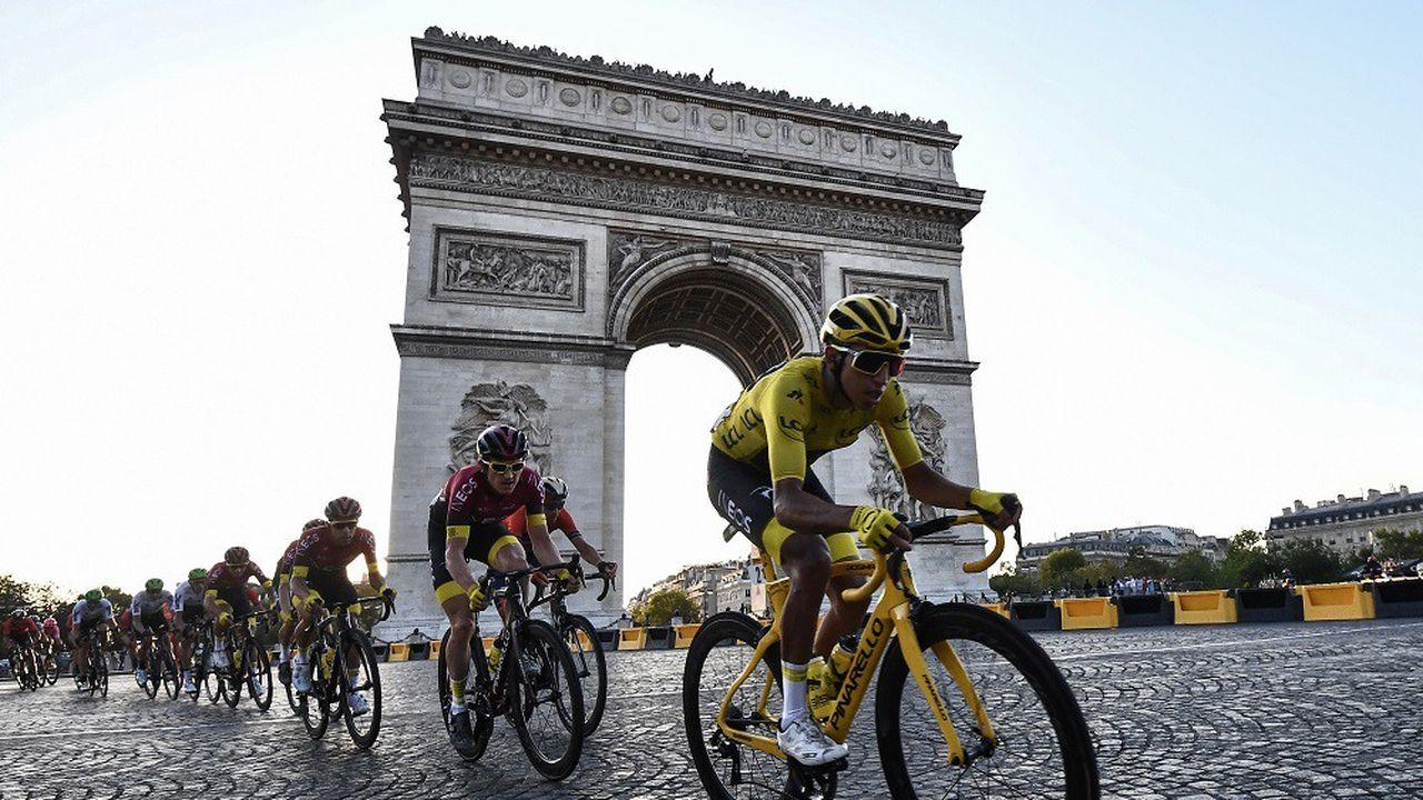 Le Colombien Egan Bernal (au premier plan) a remporté le Tour de France 2019.