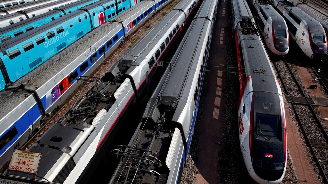 Des rames TGV parquées pour une durée indéterminée à proximité de la Gare de Lyon, à Paris.