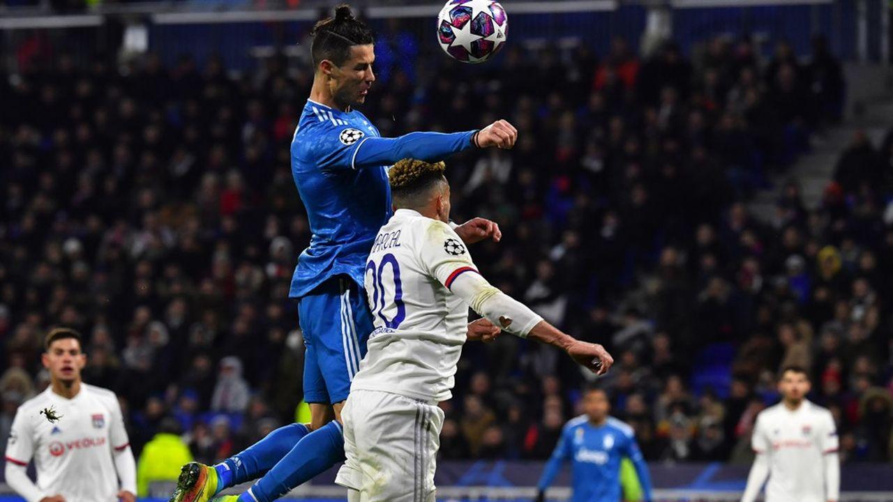 Un match retour de Ligue des champions Juventus de Turin - Olympique lyonnais en août, dans un stade vide, ce serait l'une des illustrations d'une reprise du football européen, mis à terre par la pandémie de Covid-19. En bousculant comme jamais les clubs, celle-ci pourrait provoquer une nouvelle donne.