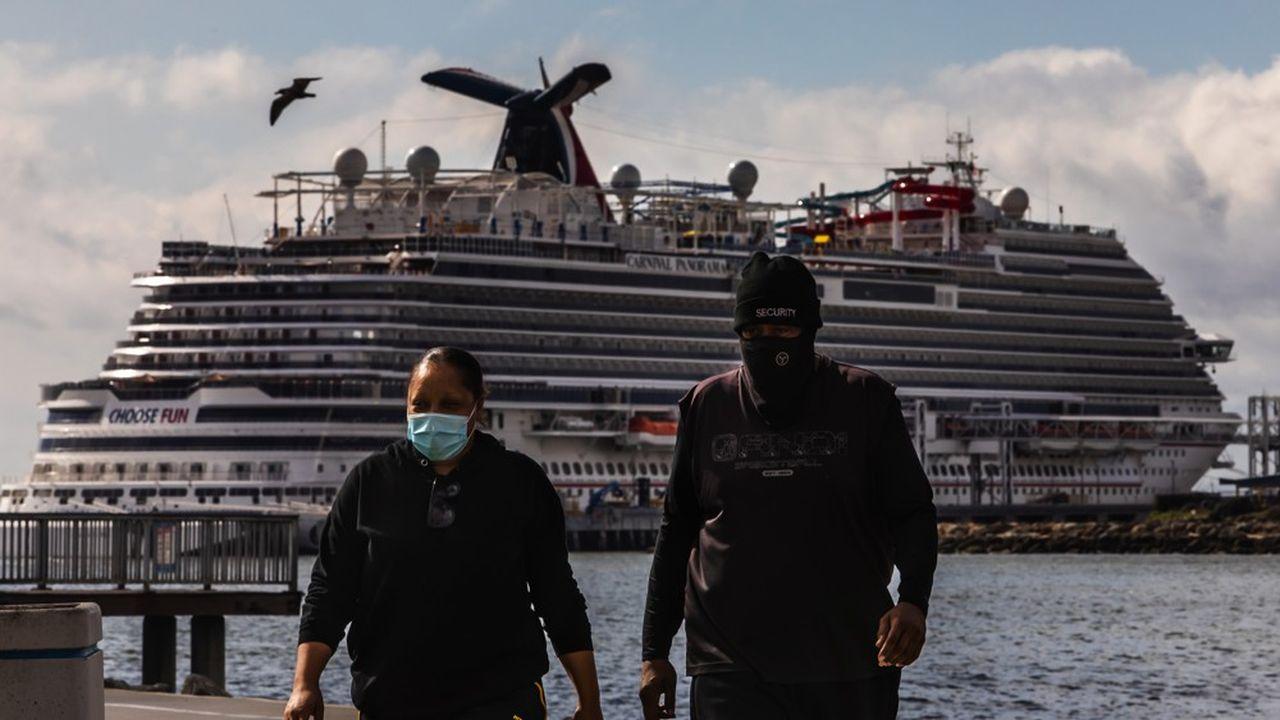 Sauf exception, les navires ne sont plus autorisés à embarquer ni débarquer de passagers ou de membres d'équipage.