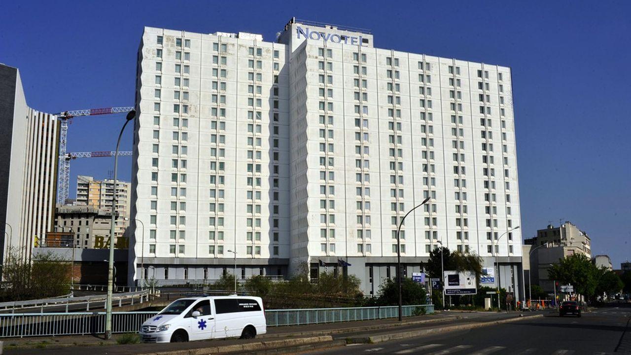 A ce stade, un millier d'hôtels, soit environ 40.000chambres, ont été mis à disposition des pouvoirs publics, afin d'organiser des missions d'accueil solidaire.