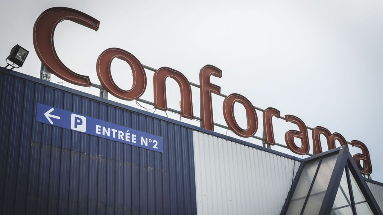 Conforama compte plus de 160 magasins en France et emploie plus de 8.600 salariés. Il achète deux-tiers de sa marchandise dans l'Hexagone dans une filière qui compte plus de 10.000 emplois.