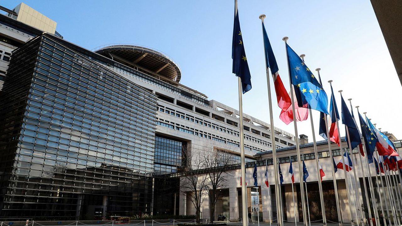 L'Etat va émettre 245milliards d'euros de titres à moyen et long terme cette année pour se financer, ce qui constitue un record.