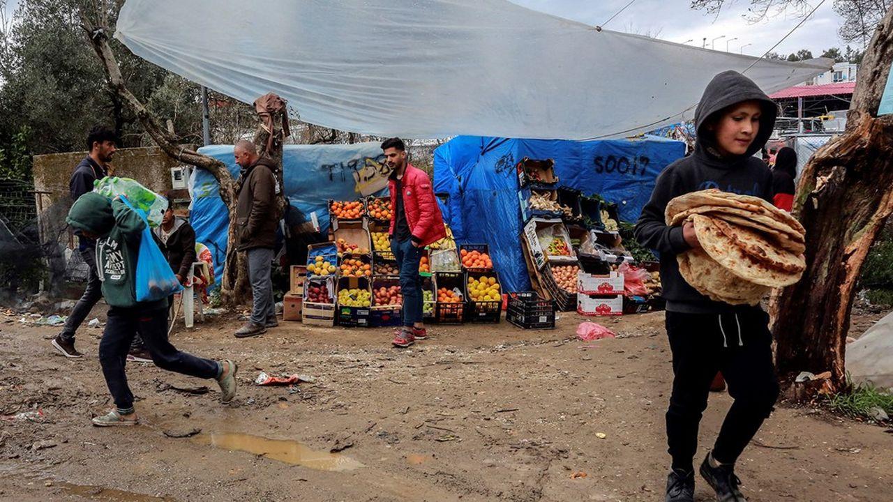 Le coronavirus pourrait se propager plus rapidement dans les camps de réfugiés et de personnes déplacées surpeuplés que partout ailleurs jusqu'à présent, a averti récemment le Comité international de secours. Ici dans le camp grec de Lesbos.