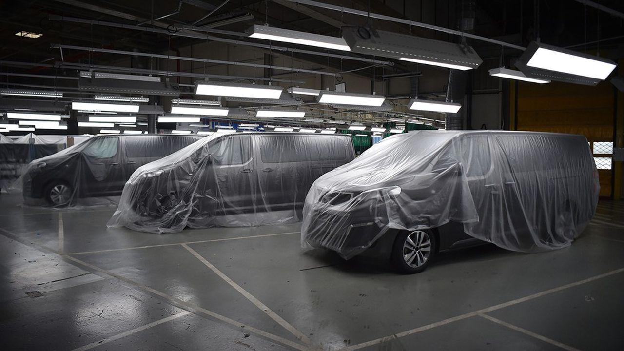 Dans l'usine de production automobile PSA d'Hordain (Nord).