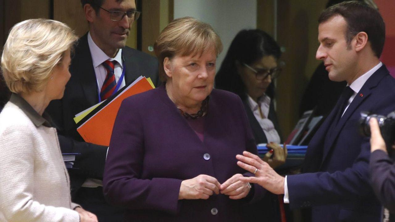 La chancelière allemande Angela Merkel avec le président français Macron et la présidente de la Commission européenne Ursula von der Leyen.
