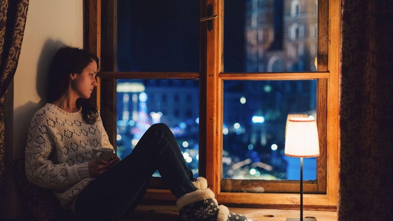 Les femmes montrent des traces psychiques deux fois supérieures aux hommes, et c'est dans les tranches d'âge de 18 à 30 ans et de 60 ans et plus que les scores d'angoisse sont les plus forts.