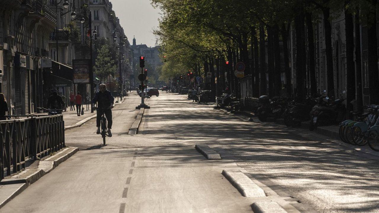 Pendant le confinement, la pratique du vélo a chuté en France. Mais les élus estiment que ce mode de transport sera pertinent après le 11mai car les transports en commun risquent d'être délaissés.