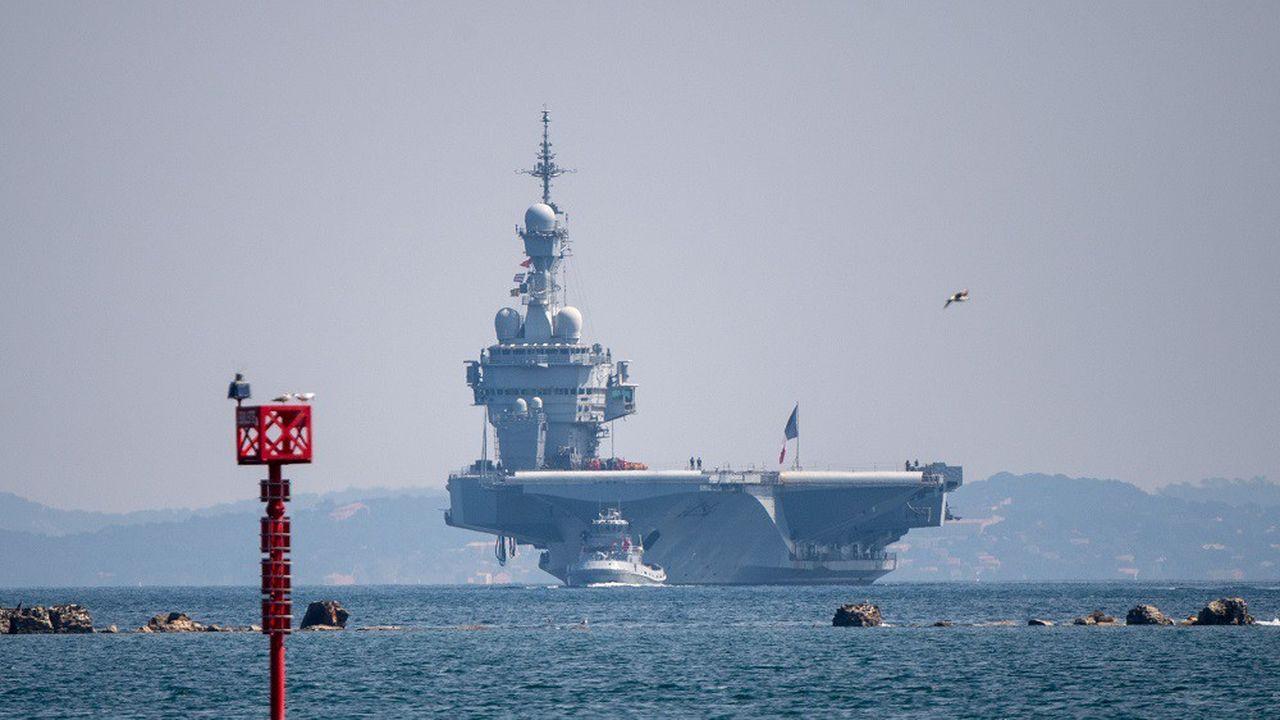 Le Charles de Gaulle arrivant dans la rade de Toulon le 12avril.