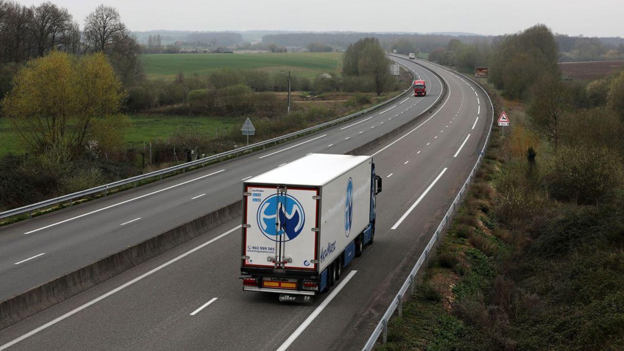Actuellement, 52% des camions immatriculés en France sont à l'arrêt, et ceux qui roulent épisodiquement effectuent souvent une partie des parcours à vide.