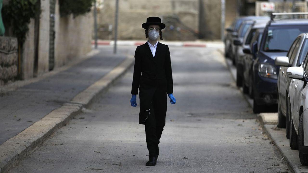 Israël entame un déconfinement progressif qui sera réexaminé dans deux semaines.