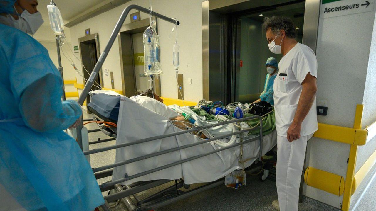 Les services de réanimation ont réussi à absorber le pic de malades du coronavirus en France.
