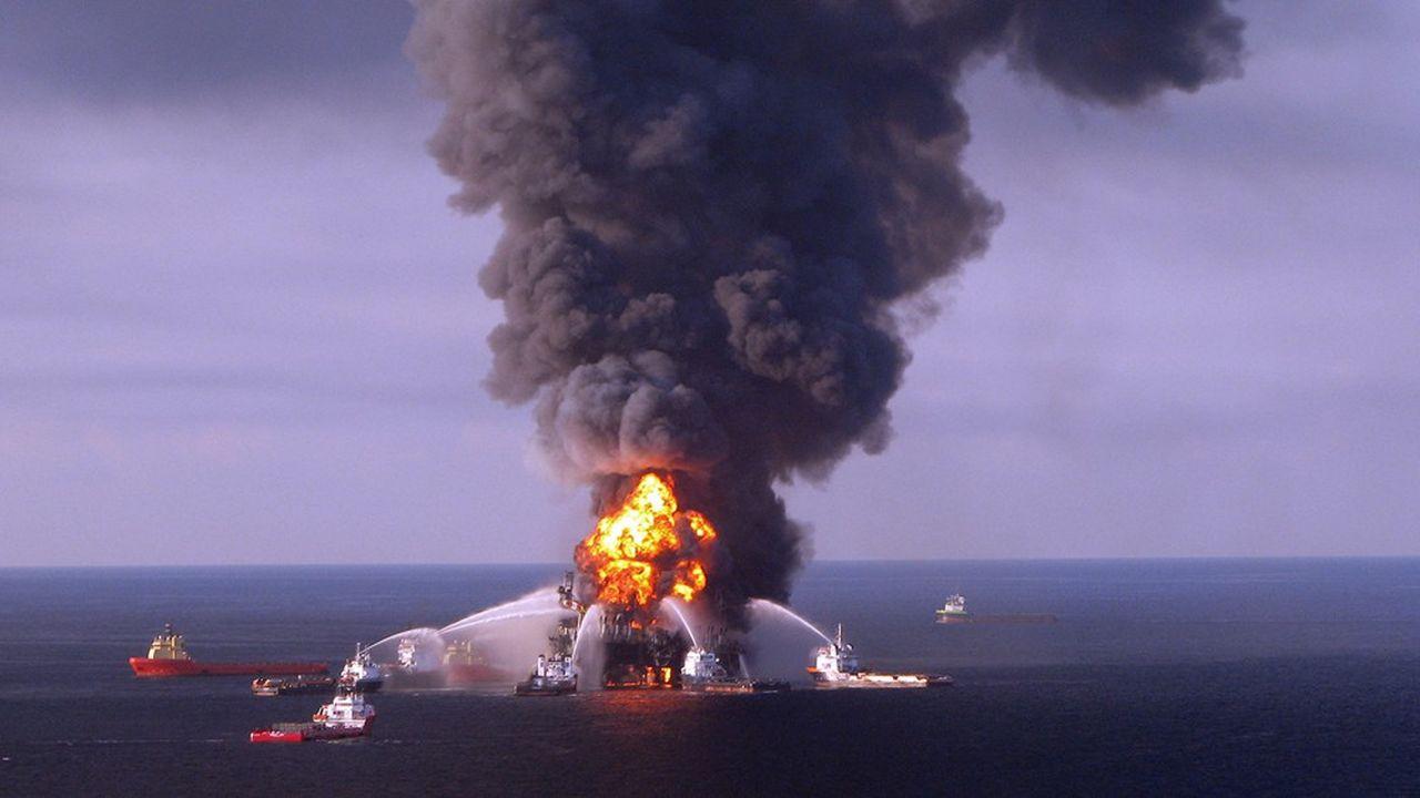 Le 20 avril 2010, à 60 kilomètres au large des côtes de Louisiane, une explosion suivie d'un incendie sur la plateforme de forage Deepwater Horizon fait onze victimes et entraîne la plus importante marée noire aux Etats-Unis.