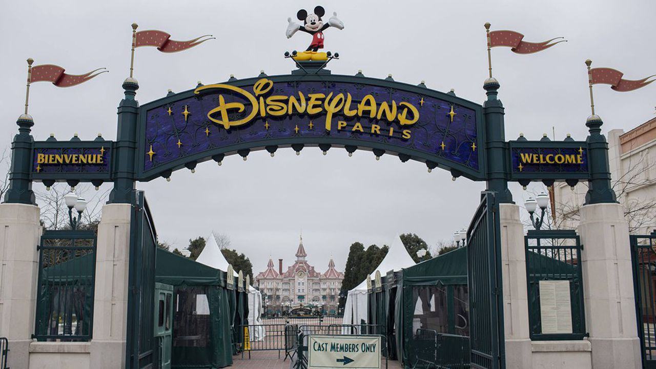 Les 17.000 collaborateurs de Disneyland Paris bénéficient du régime exceptionnel de chômage partiel, qui leur permet de toucher 70% de leur rémunération brute (84% du net)