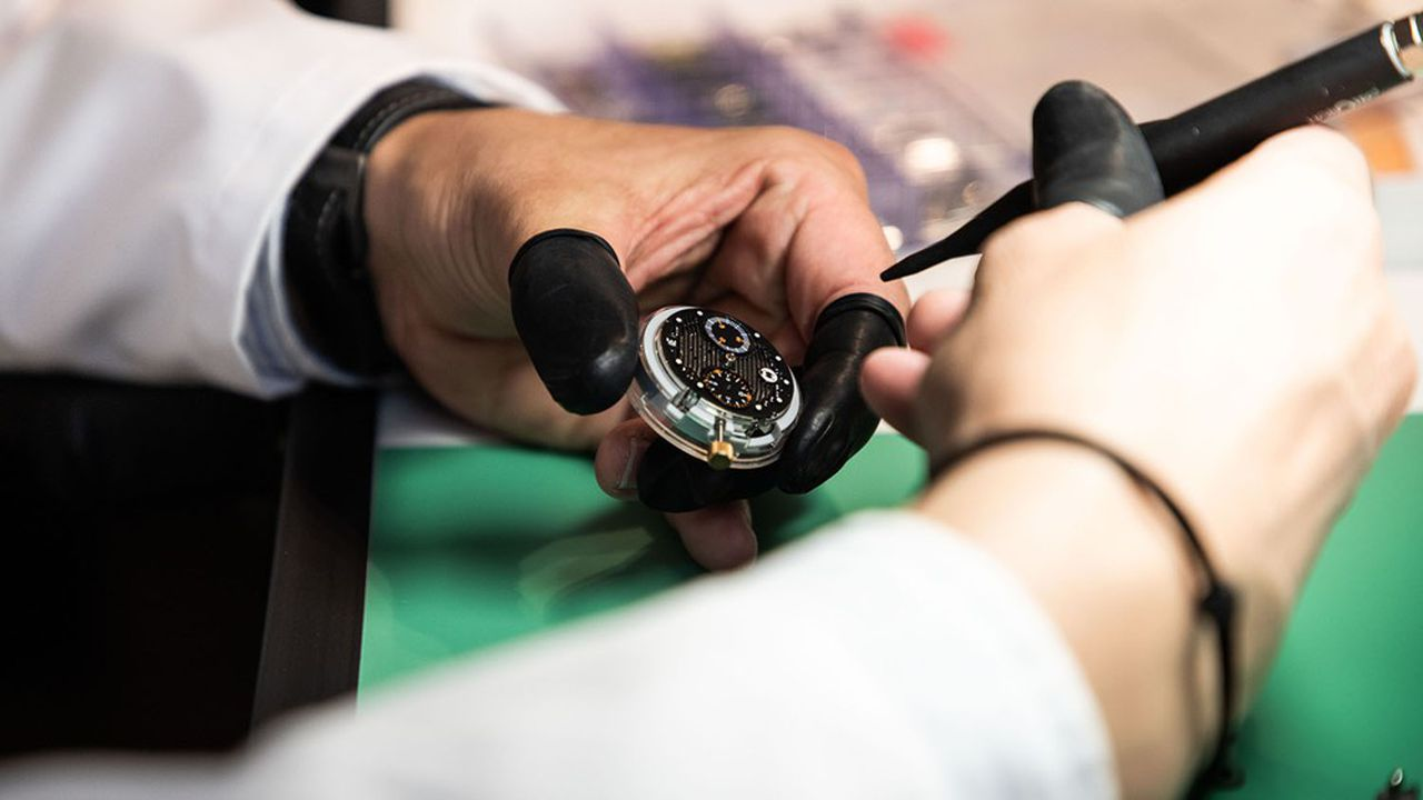Juste avant le confinement, l'horlogerie faisait travailler 18.000Francs-Comtois, selon la CCI du Doubs, dont 15.000 employés dans les manufactures suisses voisines.
