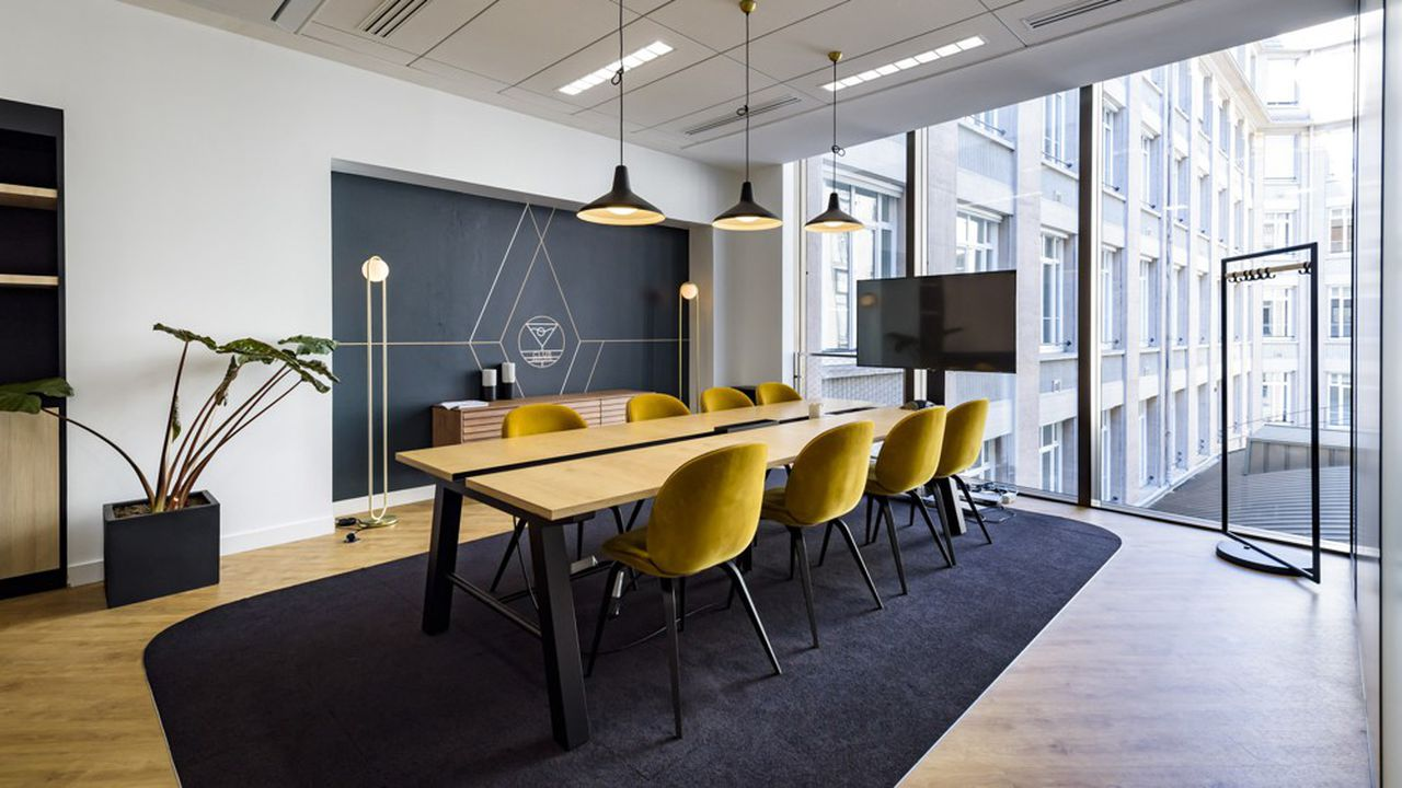 La tendance avant la crise était déjà de faire entrer la maison au bureau, avec du mobilier comme chez soi. Ici une réalisation chez Covivio à Paris.