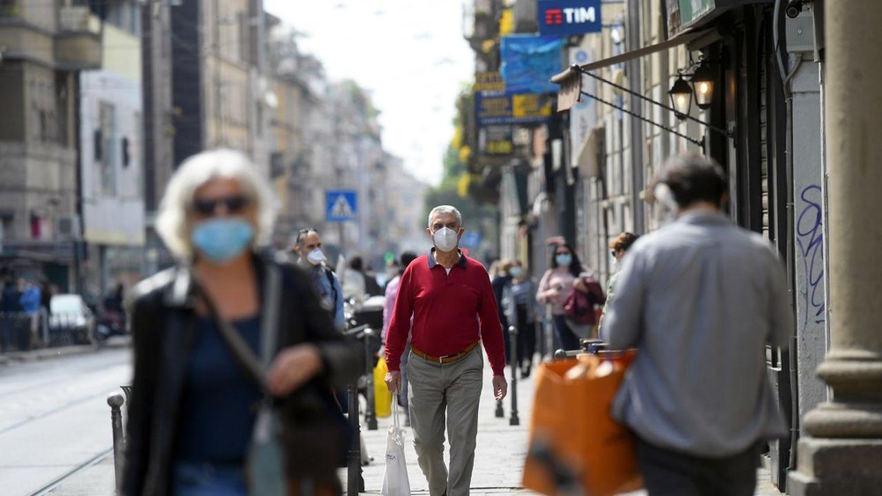 Milanais se promenant dans la rue en pleine épidémie de Coronavirus