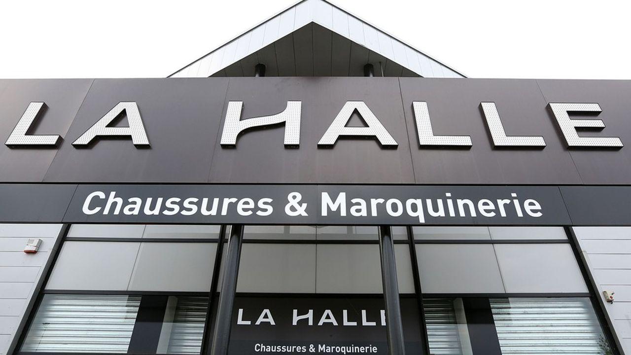 La Halle (groupe Vivarte), enseigne française de vêtements et chaussures, a été placée sous sauvegarde pour six mois.