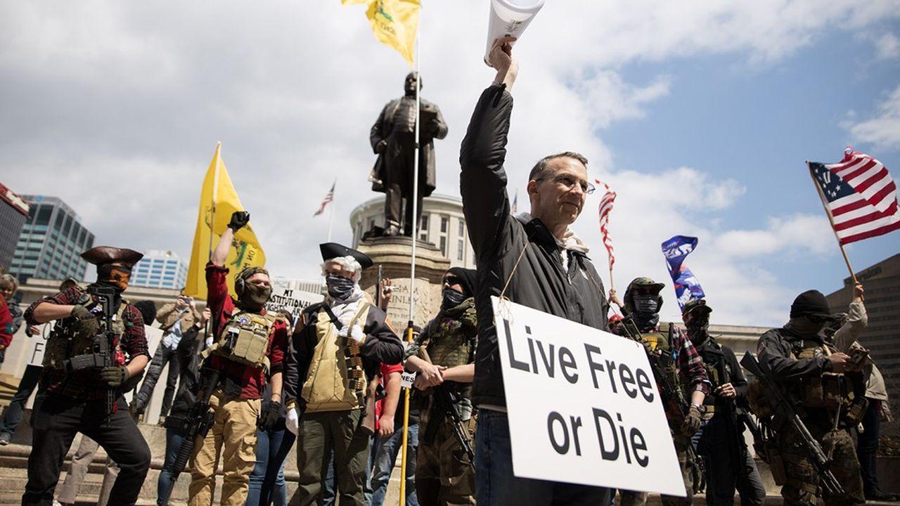 Des manifestants armés et pro-Trump protestent, le 18avril dernier, devant le Capitole de l'Ohio à Colombus contre l'ordre de confinementà domicile en vigueur dans l'Etat.