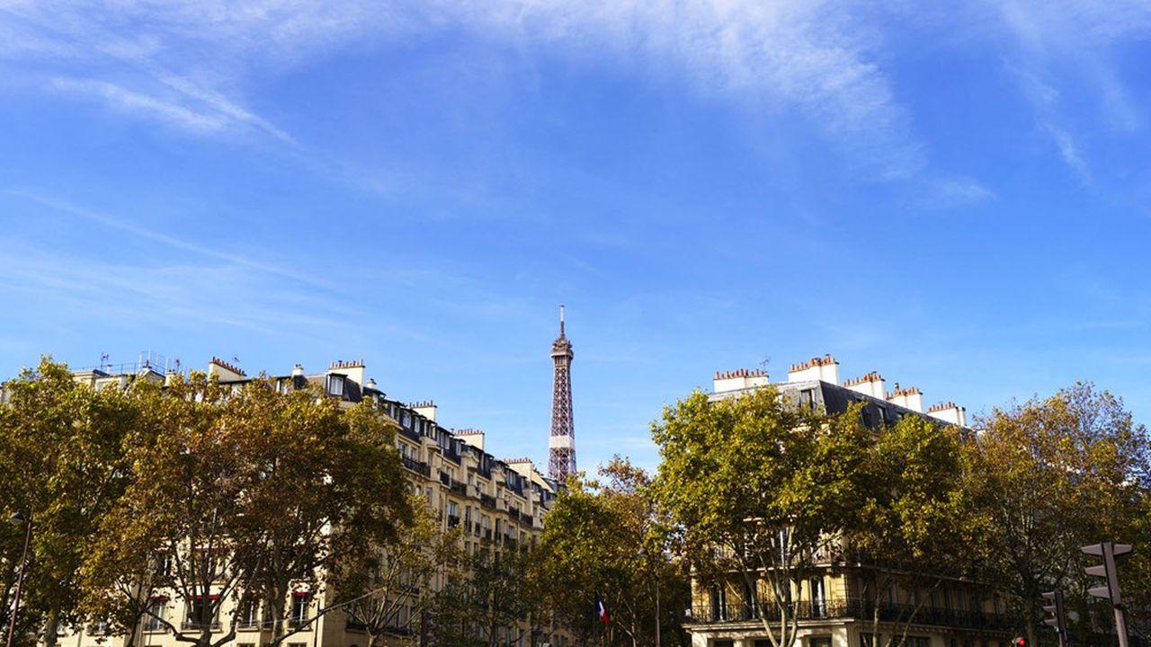 La Tour Eiffel présente des contours toujours plus nets depuis l'entrée en vigueur du confinement.