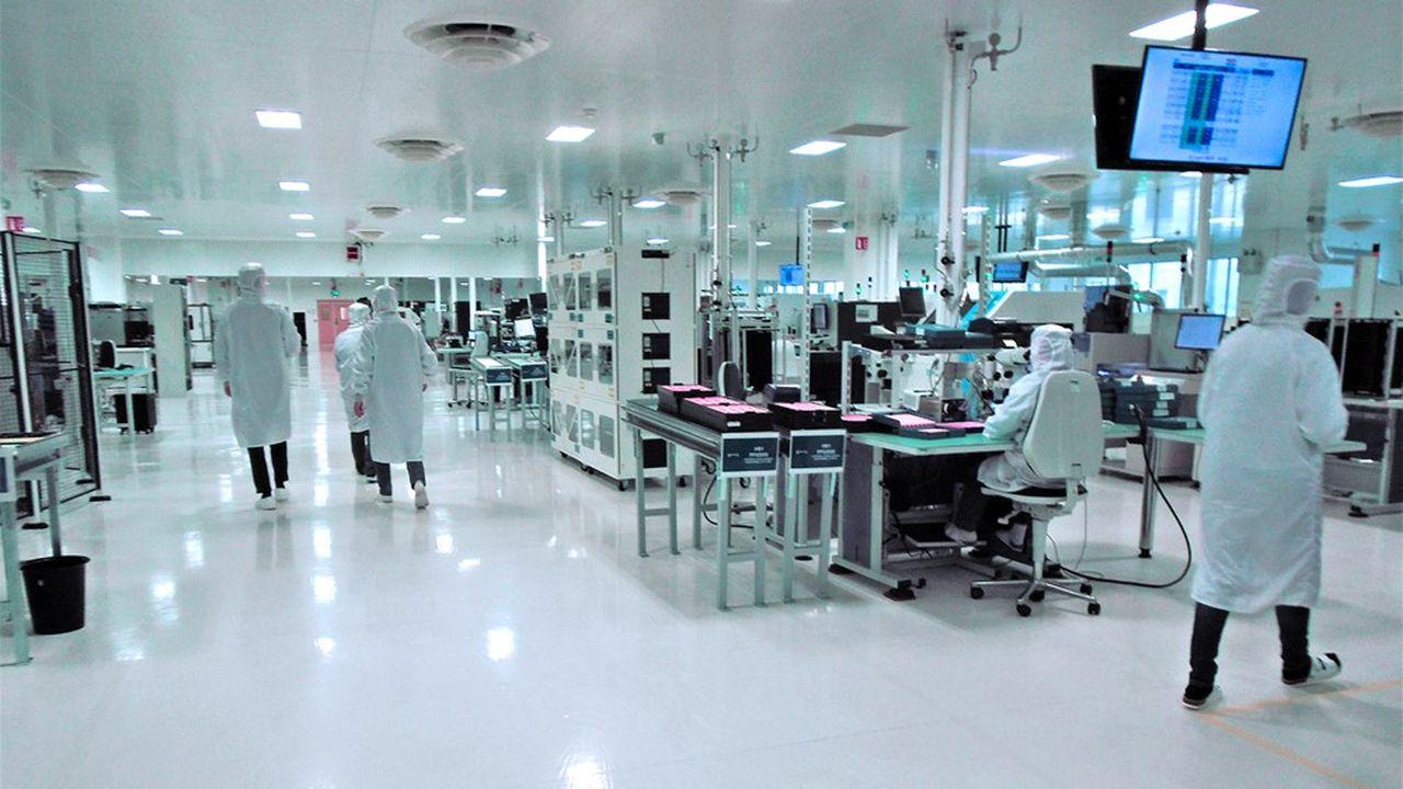 Avec ses 1.200 mètres carrés, la salle blanche de MicroPort-CRM à Clamart est l'une des plus grandes de France.
