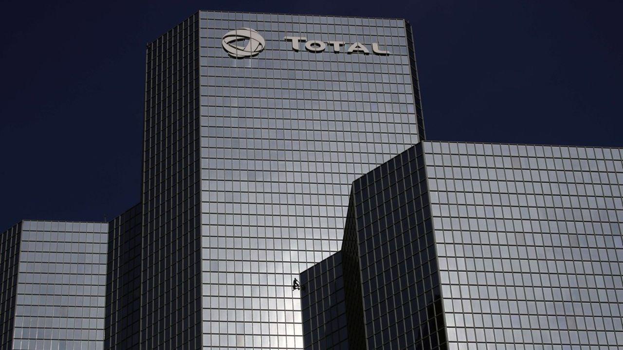 Malgré la baisse des cours du pétrole, Total, premier payeur de dividendes du SBF 120, devrait réussir à maintenir son dividende cette année.