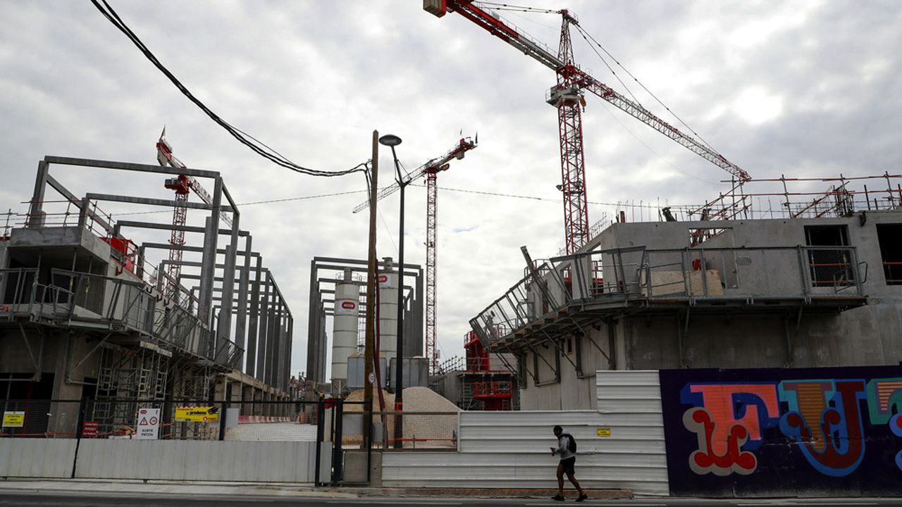 Un chantier de construction de logements du promoteur Nexity, dans la banlieue parisienne, à l'arrêt pendant le confinement.