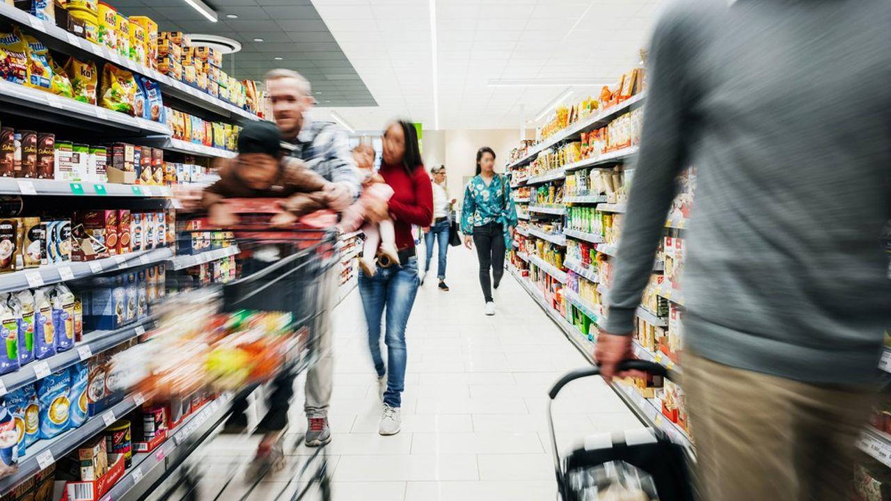 Selon les estimations d'IRI, 606millions de repas n'ont pas été pris en dehors de chez soi suite au confinement. 70% de ces repas (1,7milliard d'euros) seront reportés vers les grandes surfaces et 30% vers les circuits alimentaires de proximité.