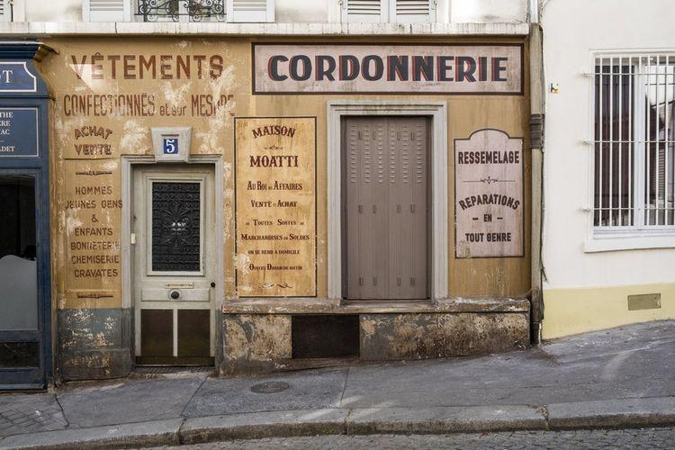 Confinement oblige, nombre de tournages ont été brutalement interrompus. Comme celui d'Adieu Monsieur Haffmann, de Fred Cavayé, qui se déroule sous l'Occupation. À Montmartre, ses décors attendent le retour des caméras.