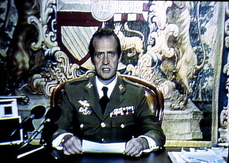 Le 23 février 1981, allocution télévisée condamnant la tentative de coup d'Etat et exigeant que l'armée apporte son soutien inconditionnel au gouvernement démocratique.
