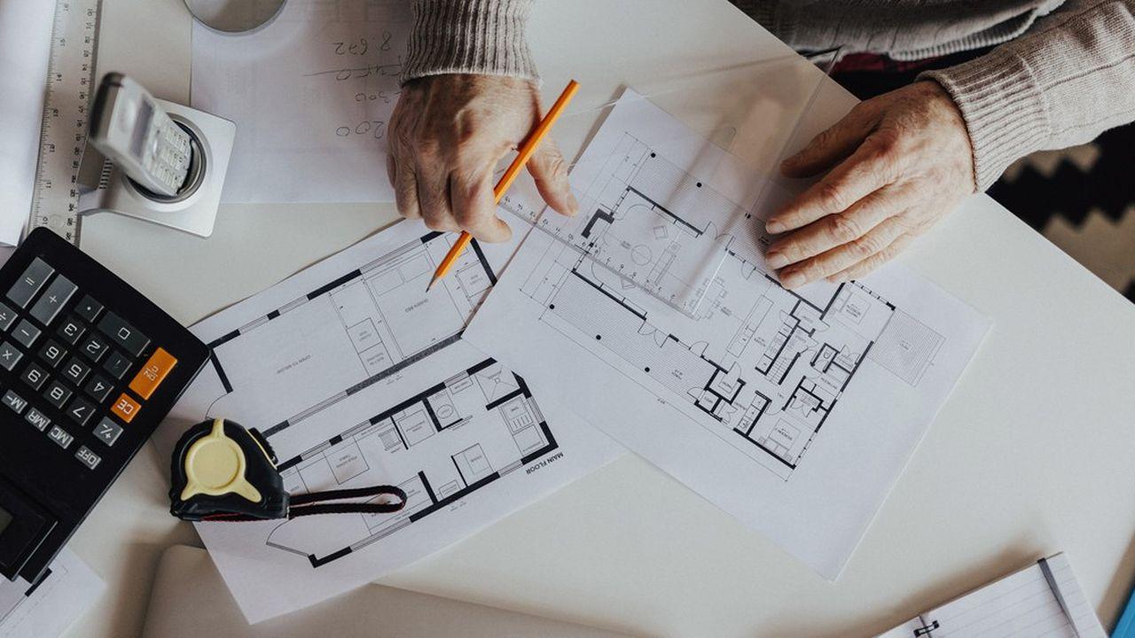 Le contribuable doit évaluer lui-même la plupart de ses biens imposables : immeubles bâtis, en cours de construction, piscines, courts de tennis, terrains à bâtir, terres agricoles…